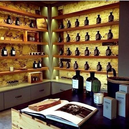 Interior de la franquicia de perfumes, Labperfum